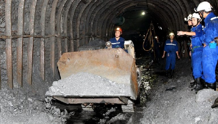 Lưu ý khi sử dụng bộ đàm cầm tay trong hầm mỏ